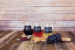 Trzy kolorów wina lot w etykietek szkłach Zdjęcia Stock