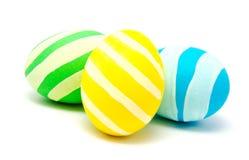 Trzy kolorowego handmade Easter jajka odizolowywającego Zdjęcie Royalty Free