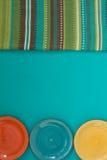 Trzy kolorowego talerza i pasiastego płótno Obraz Royalty Free