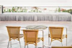 Trzy krzesła i stół Fotografia Stock