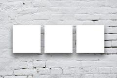 Trzy Kwadratowego plakata wiesza na galerii sztuki ścianie Fotografia Royalty Free