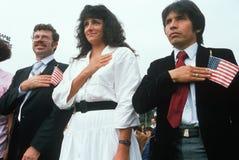 Trzy latynosa recytują przyrzeczenie hołdownictwo przy indukci ceremonią, Wschodni Los Angeles, Kalifornia obraz royalty free