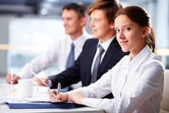 Bizneswoman przy konwersatorium Zdjęcie Royalty Free