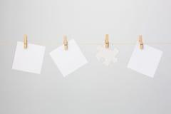 Trzy Papierowego notatek i wyrzynarki łamigłówki kawałka obrazy royalty free