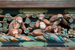 Trzy małpy Drewnianego cyzelowania przy Toshogu świątynią w Nikko, Japonia Fotografia Royalty Free
