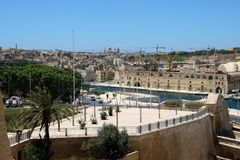 Trzy miasta, Malta, Lipiec 2016 Widok miasto bulwar i zatoka od fortecznej ściany, zdjęcia stock
