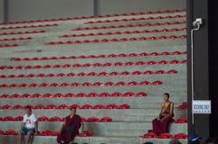 Trzy mnicha buddyjskiego w purpur ubraniach obrazy stock