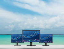 Trzy monitor z mapą Zdjęcie Stock