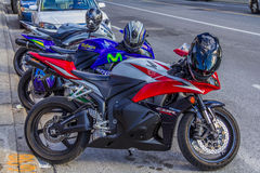 Trzy motocyklu parkującego Zdjęcia Royalty Free