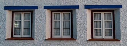 Trzy okno typicall dom Portugal zdjęcia royalty free