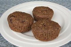 Trzy otrębiastego muffins na talerzu Zdjęcie Royalty Free