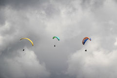 Trzy Paragliders Obrazy Royalty Free