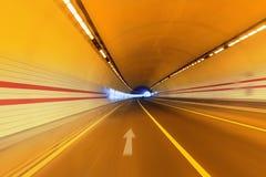 Trzy pasów ruchu drogi tunel Zdjęcie Stock