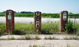 Trzy pompy przy benzynową stacją obrazy stock
