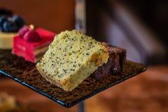 Trzy poziomów popołudniowej herbaty ciasta i set Zdjęcie Royalty Free