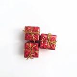 Trzy prezentów czerwony pudełko z złocistym faborkiem Zdjęcie Stock
