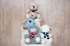 Trzy przyjaciół miś pluszowy od pudełka Fotografia Royalty Free
