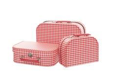 Trzy rocznik czerwony i białe walizki, odizolowywać Obrazy Royalty Free