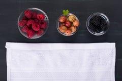 Trzy rodzaju jagody dla kompotu, odgórny widok Obraz Royalty Free