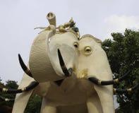 Trzy słoni Kierownicza statua fotografia stock