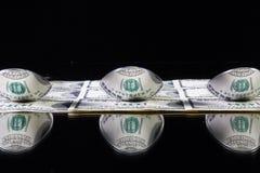 Trzy stainlees stalowa łyżka i dolarów amerykańskich banknoty zdjęcia royalty free