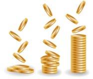 Trzy sterty złociste monety, wzrastający dochód Obraz Royalty Free