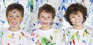 Trzy szczęśliwy i malujący dzieci Obraz Stock