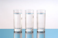 trzy szklanki wody. Zdjęcia Royalty Free