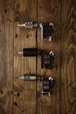 Trzy tatuażu pistoletu układali na brown drewnianym stole Fotografia Royalty Free
