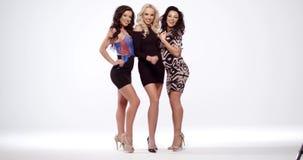 Trzy vivacious seksownej kobiety w czerni zdjęcie wideo