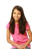 Trzy ćwiartki strzelającej Wschodniego indianina dziewczyny ono uśmiecha się Obraz Stock