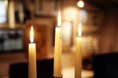 Trzy świeczki w restauraci Zdjęcie Royalty Free