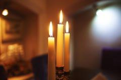 Trzy świeczki w restauraci Obraz Royalty Free