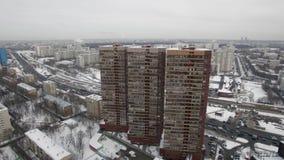 Trzy wielo- kondygnacja budynku mieszkalnego w zimy urbanscape zbiory