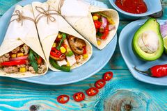 Trzy wieprzowin carnitas tacos meksykańskiego mieszkania nieatutowy skład, rabatowy Meksykański kulinarny przepis obrazy royalty free