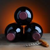 Trzy wino butelek, korka śruba i Zdjęcia Stock