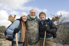 Trzy wycieczkowicza Cieszy się Na Wycieczkować wycieczkę Zdjęcia Royalty Free