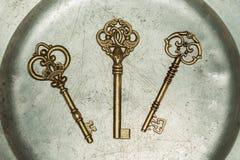 Trzy złotego klucza na żelazo talerzu Zdjęcia Royalty Free