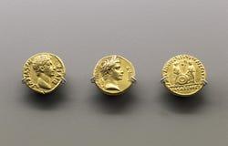 Trzy złotej monety Augustus cesarz Zdjęcia Royalty Free