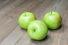 Trzy zielonego jabłka Obrazy Royalty Free