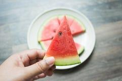 Trzymać kawałek arbuz Fotografia Stock