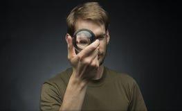 Trzymać kryształową kulę Zdjęcia Stock
