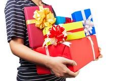 Trzymać mnóstwo Bożenarodzeniowych, urodziny, rocznic prezenty/ Obraz Stock