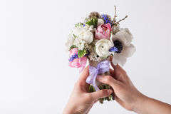 Trzymać pięknego wiosny bouque Fotografia Stock