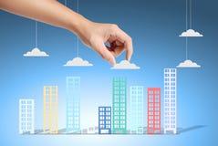 Trzymać dom reprezentuje posiadanie domu i Real Estate busin Fotografia Stock