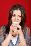 trzymający kubek kobiety młody Fotografia Stock