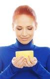 trzymający kubka portreta rudzielec kobiety młody Zdjęcia Royalty Free