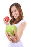 trzymaj pięknej kobiety jabłka obraz stock