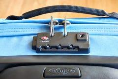 TSA akceptujący kędziorek na tramwaj walizce fotografia stock