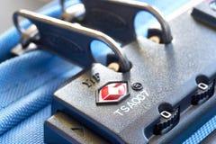 TSA akceptujący kędziorek na tramwaj walizce obrazy stock